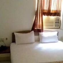 Hotel Varun in Ahmedabad