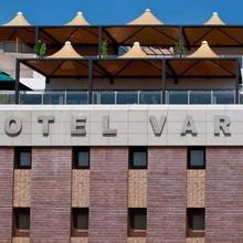 Hotel Varun in Guna