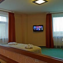 Hotel Victor Pruszków by DeSilva in Szamoty