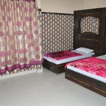 Hotel Vidhya Katra in Dami