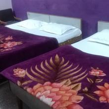 Hotel Vishwanath in Raiwala