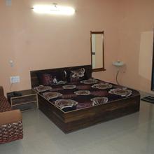 Hotel Yadunandan in Rajula