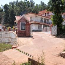 Hotel Yajna Comforts in Suntikoppa