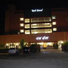 Hotel Yash Grand in Ahmednagar