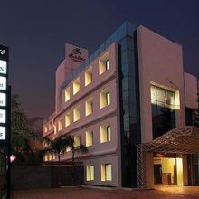 Hotel Zodiac Regency in Ashtamudi