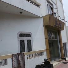 Himadri Guest House in Haridwar