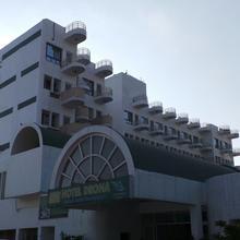 Hotel Drona in Pitambarpur