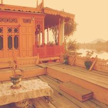 House Boat Lady Of Shelot in Malarpura