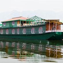 Houseboat 1002 Nights in Malarpura