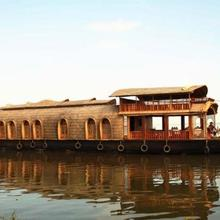 Houseboat In A Tranquil Setting In Kottayam, By Guesthouser 27703 in Kottayam