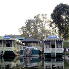 Houseboat Moonshine in Srinagar