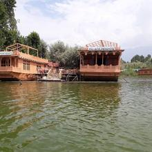 Houseboat Palace Heights in Moniawar