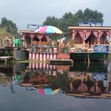 Houseboat Shagoo Palace in Srinagar