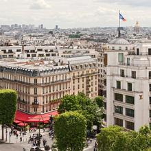 Hôtel Barrière Le Fouquet's in Paris