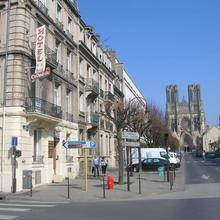Hôtel De La Cathédrale in Chamery