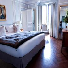 Hôtel Lancaster Paris Champs-elysées in Paris