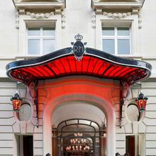 Hôtel Le Royal Monceau Raffles Paris in Paris