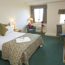 Hunters Lodge Hotel in Madeley