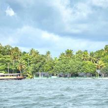 Illikkalam Lakeside Cottages in Kottayam