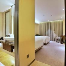 Imperial Dragon Bay Purejoy Hotel in Guilin