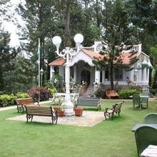 Indeco Lake Forest Hotel in Danishpet