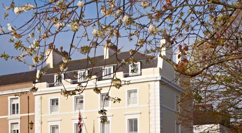 Invicta Hotel in Holbeton