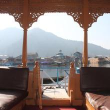 Iram Houseboats in Durgjan