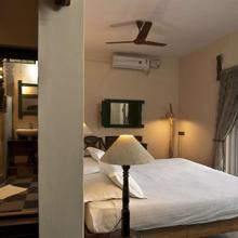 Iroomz Hampis Boulder Resort in Munirabad