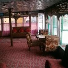 Island Hotel in Srinagar