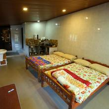 J S Cottage in Kanthalloor