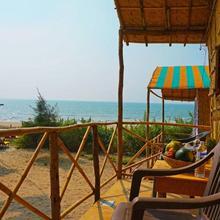 Jamaica Cafe & Beach Huts in Pernem