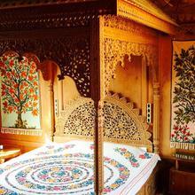 Jewel In Crown Houseboats in Srinagar