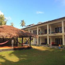 Jj's Hostel Mirissa in Denuwala