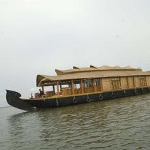Jr House Boats in Kottayam