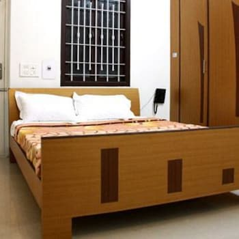 Juhu Grand Service Apartment in Omalur