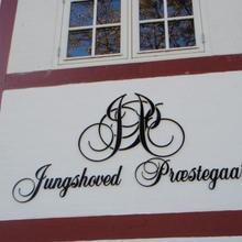 Jungshoved Præstegård B&B in Vallebo