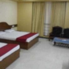 Kadlis Hotel Ashoka in Karajgi