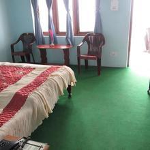 Kalawati Retreat Eco Village Resort in Chaubattia