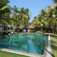 Kanan Beach Resort in Padne