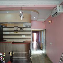 Karans Hotel in Sabaur