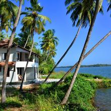 Kavvayi Beach House in Cheruthazham