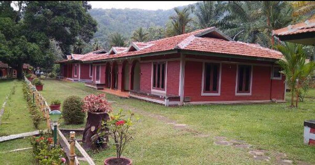 Kerala hotel in Kizhake Chalakudi