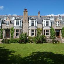 Kilmarnock Arms Hotel in Aberdeen