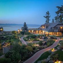 Kingfisher Oceanside Resort & Spa in Comox