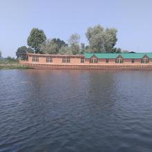 Kings Houseboats in Srinagar
