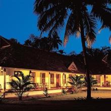 Kovilakam Lakeside Villa in Alappuzha