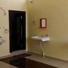 Ksl Deluxe Guest House in Kottapalli