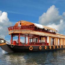Kumarakom Castle Luxury Houseboats in Vaikom