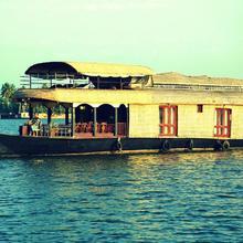 Kumarakom Heritage Houseboats in Kottayam