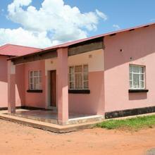 Kwesu Guest Lodge in Victoria Falls
